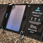 モバイルカイロの充電もOK BigBlueソーラーパネルチャージャー